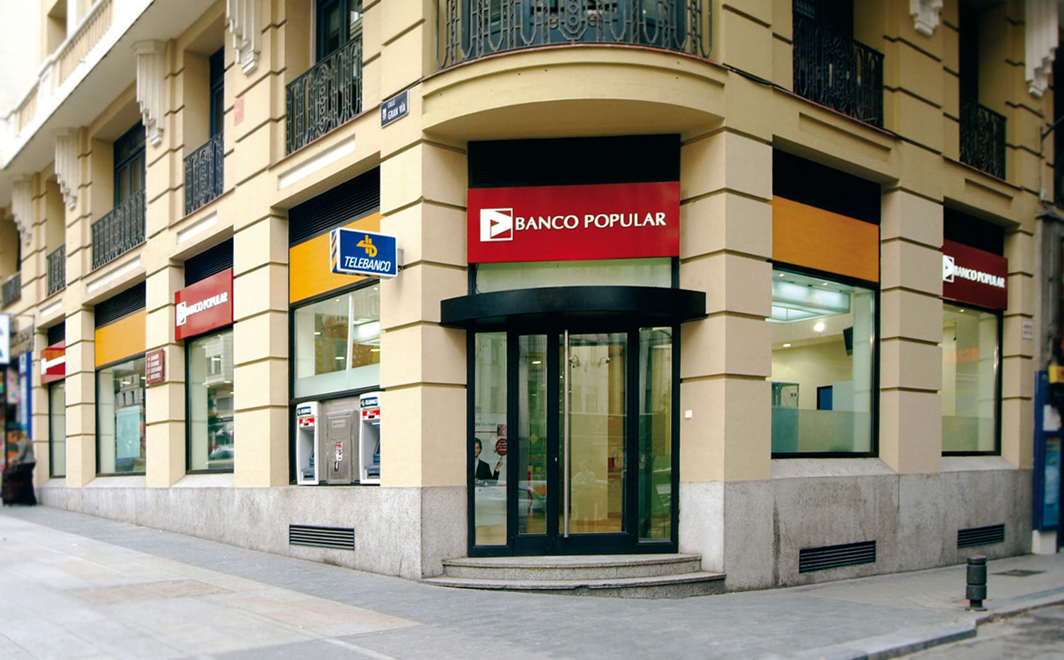 Concepto y dise o interior banco popular volteo for Oficinas banco popular madrid