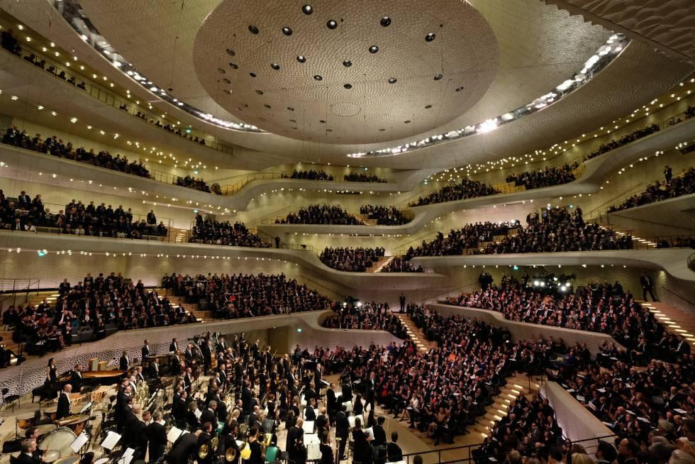 Espectacular visión panorámica del escenario del auditorio diseñado por un algoritmo
