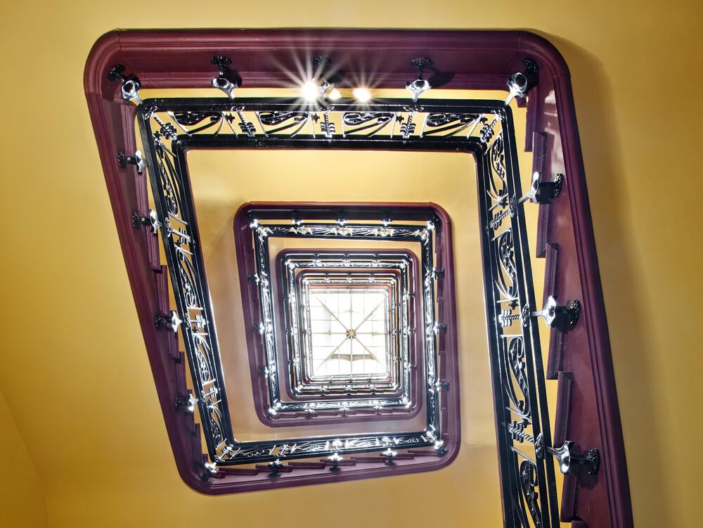 Preciosa escalera modernista